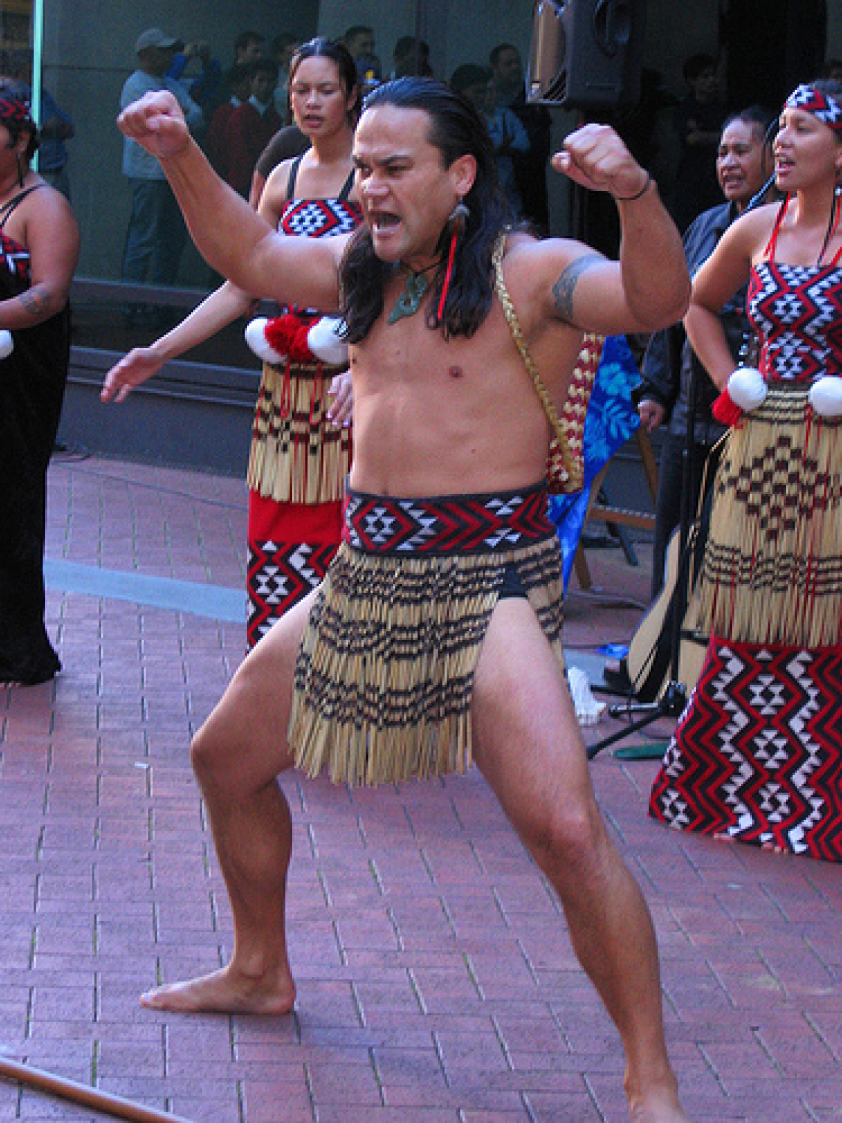Maori Clothing: New Zealand Facts, Culture, Recipes, Language, Government